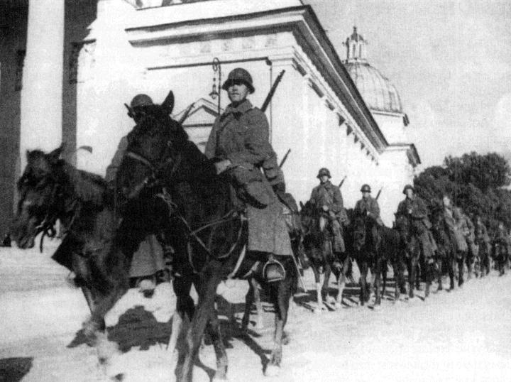Радянська кавалерія входить у Вільно. 1939 р.