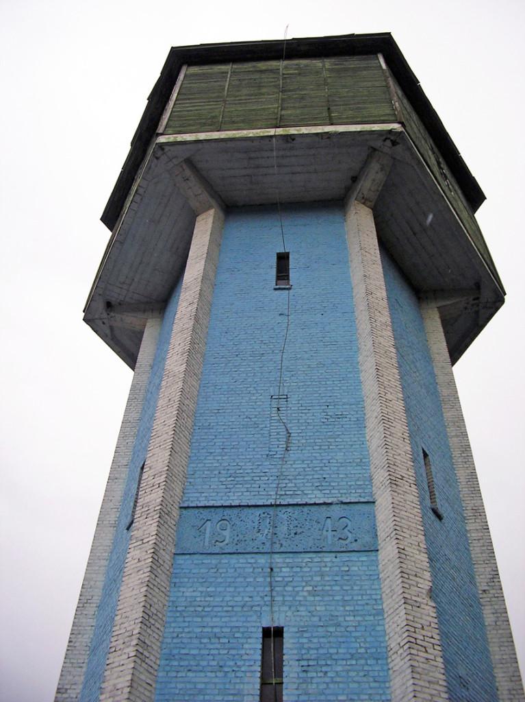 Водонапірна башта ніжинської залізниці,  збудовано в 1943 році.