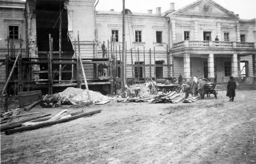 Ніжинський вокзал. Весна 1942 р.  Фото з фондів Ніжинського музею.