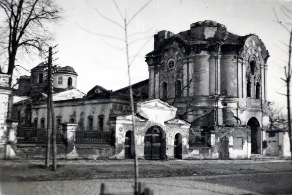 Ніжин 1943 рік. Дзвіниця Спасо-Преображенської церкви. Знесена після війни. Фото
