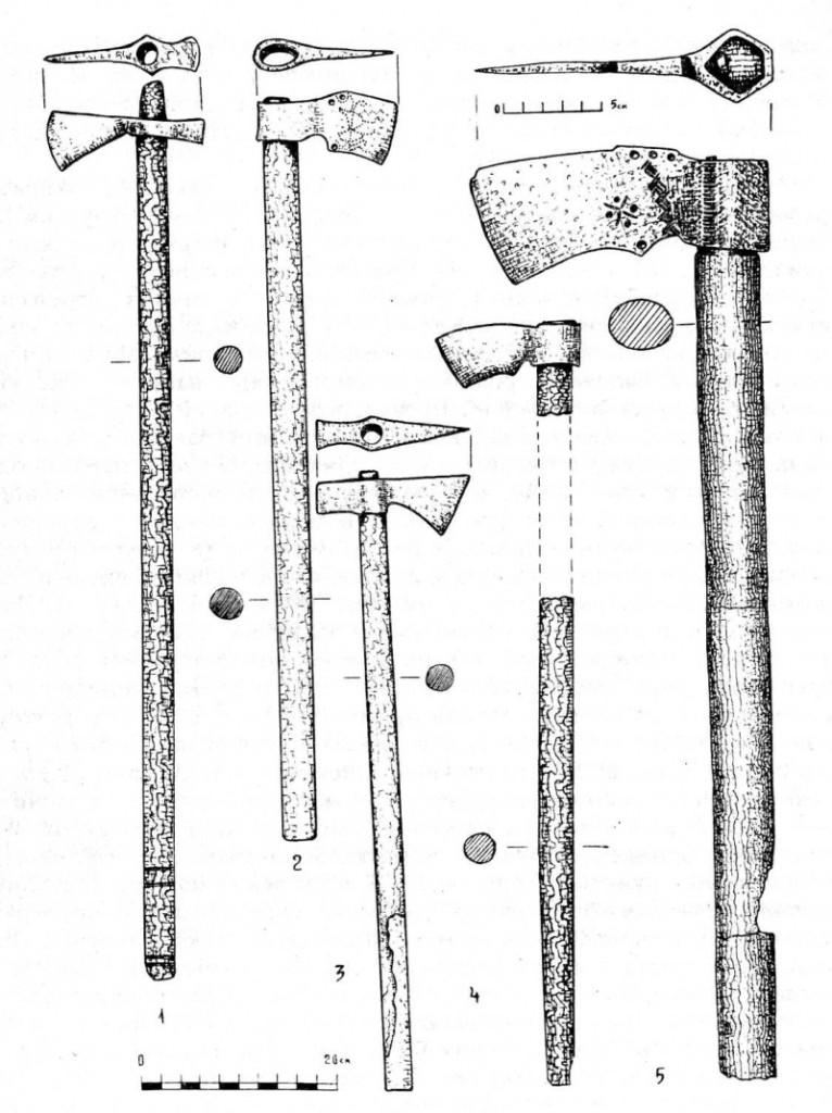 Рис. 9. Козацькі залізні чекани з дерев'яними держаками з переправи [1]