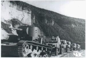 Радянська військова техніка на межі з Бессарабією, літо 1940 р.